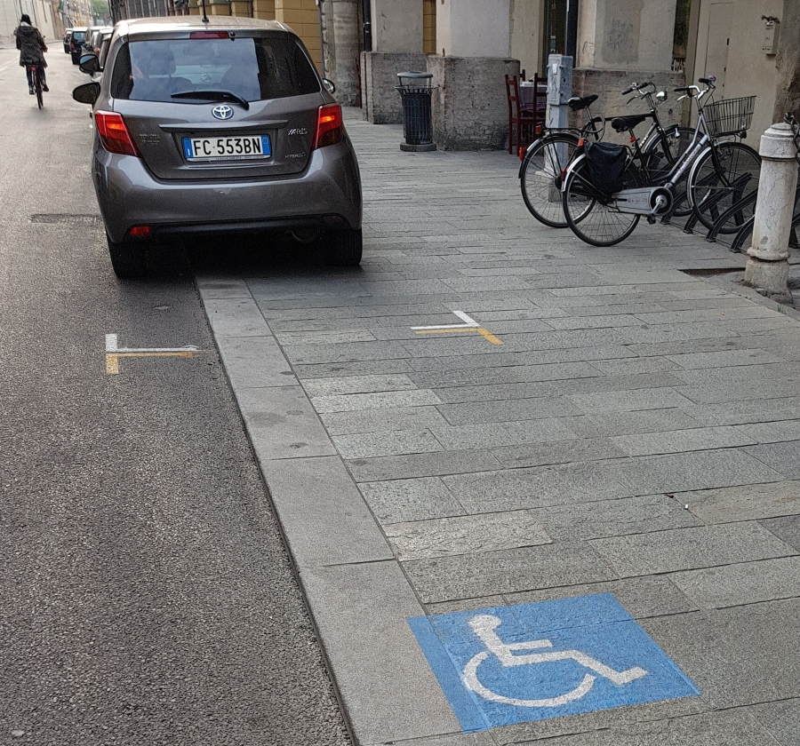 parcheggio-marciapiede-dritta-1-e1512400763115.jpg